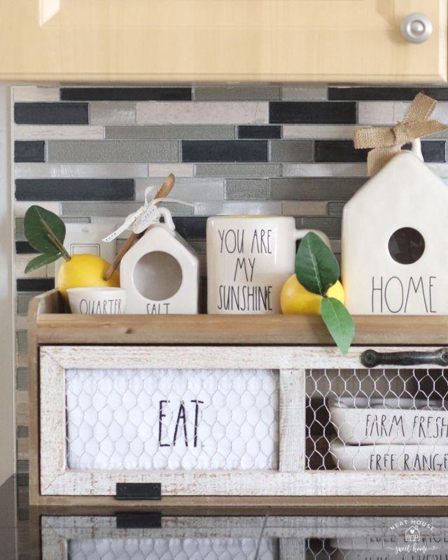 🍋 Squeezing out the last bits of summer 🍋  • #summerend #summerisending #hobbylobby #hobbylobbyshelf #raedunn #neverdunn #βεττεrβεfrιδαγ #tgif #whataweek #raedunnfinds #farmhouse #farmhousedecor #farmfresh #raedunnlove #raedunnhome #kitchendecor #mybhg #bhghome #kitchendisplay
